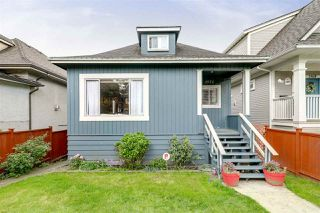 Photo 3: 1572 E 11TH Avenue in Vancouver: Grandview VE House for sale (Vancouver East)  : MLS®# R2266818