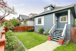 Photo 2: 1572 E 11TH Avenue in Vancouver: Grandview VE House for sale (Vancouver East)  : MLS®# R2266818