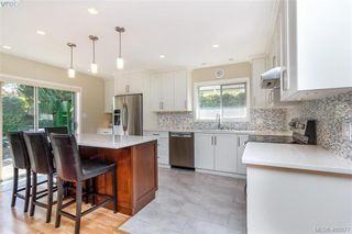 Photo 6: 4421 Bartholomew Place in VICTORIA: SE Gordon Head Single Family Detached for sale (Saanich East)  : MLS®# 400877