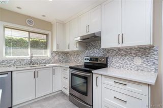 Photo 7: 4421 Bartholomew Place in VICTORIA: SE Gordon Head Single Family Detached for sale (Saanich East)  : MLS®# 400877