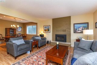 Photo 4: 4421 Bartholomew Place in VICTORIA: SE Gordon Head Single Family Detached for sale (Saanich East)  : MLS®# 400877