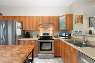 "Photo 8: 134 2000 PANORAMA Drive in Port Moody: Heritage Woods PM Townhouse for sale in ""MOUNTAINS EDGE"" : MLS®# R2369781"