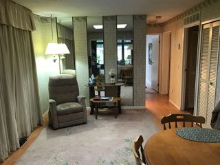 """Photo 3: 284 1840 160 Street in Surrey: King George Corridor Manufactured Home for sale in """"Breakaway Bays"""" (South Surrey White Rock)  : MLS®# R2405064"""