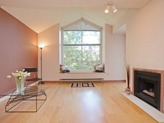 Photo 2: 301 1465 COMOX STREET in Vancouver: West End VW Condo for sale (Vancouver West)  : MLS®# R2287537