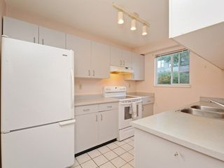 Photo 5: 301 1465 COMOX STREET in Vancouver: West End VW Condo for sale (Vancouver West)  : MLS®# R2287537