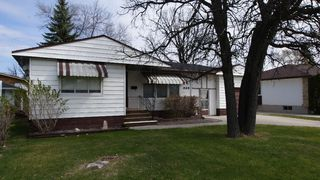 Photo 2: 325 Dunbeath Avenue in Winnipeg: North Kildonan Residential for sale (North East Winnipeg)  : MLS®# 1207381