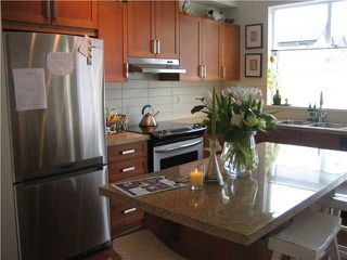 Photo 2: 689 Premier Street in North Vancouver: Townhouse for sale