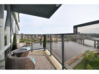 "Photo 1: 1603 8 SMITHE Mews in Vancouver: False Creek Condo for sale in ""Flagship"" (Vancouver West)  : MLS®# V1064248"
