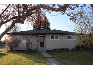 Photo 8: 1 CULVER Road NW in Calgary: Collingwood House for sale : MLS®# C4035708
