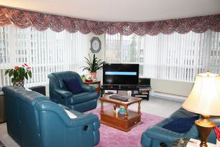 """Photo 4: 303 3190 GLADWIN Road in Abbotsford: Central Abbotsford Condo for sale in """"Regency Park"""" : MLS®# R2126083"""