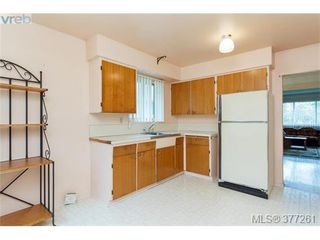 Photo 6: 2734 Roseberry Ave in VICTORIA: Vi Oaklands House for sale (Victoria)  : MLS®# 757376
