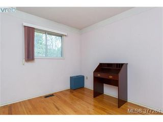 Photo 9: 2734 Roseberry Ave in VICTORIA: Vi Oaklands House for sale (Victoria)  : MLS®# 757376