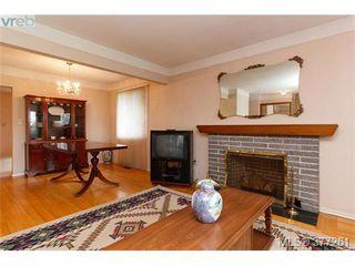 Photo 3: 2734 Roseberry Ave in VICTORIA: Vi Oaklands House for sale (Victoria)  : MLS®# 757376