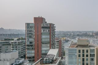 "Photo 18: 1402 907 BEACH Avenue in Vancouver: Yaletown Condo for sale in ""Coral Court on Beach Avenue"" (Vancouver West)  : MLS®# R2196740"