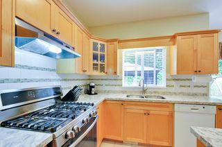 Photo 8: 19115 Doerksen Drive in Pitt Meadows: Central Meadows House for sale : MLS®# R2194035