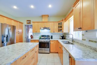Photo 7: 19115 Doerksen Drive in Pitt Meadows: Central Meadows House for sale : MLS®# R2194035