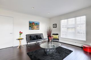 "Photo 4: 102 120 W 17TH Street in North Vancouver: Central Lonsdale Condo for sale in ""THE OLD COLONY"" : MLS®# R2216261"