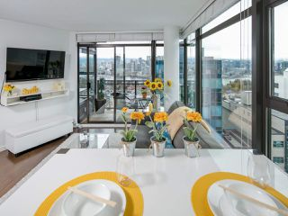 """Photo 2: 1108 1068 W BROADWAY in Vancouver: Fairview VW Condo for sale in """"The Zone"""" (Vancouver West)  : MLS®# R2257240"""