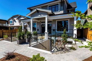 Main Photo: 246 E 18TH Street in North Vancouver: Central Lonsdale House 1/2 Duplex for sale : MLS®# R2337162