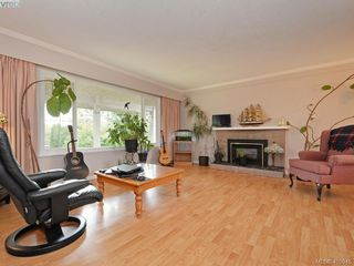 Photo 2: 4034 Hodgson Place in VICTORIA: SE Lake Hill Single Family Detached for sale (Saanich East)  : MLS®# 405945