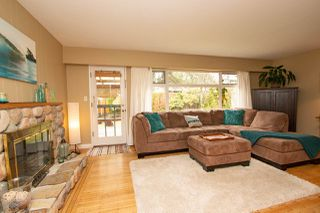 Photo 3: 2125 FLORALYNN Crescent in North Vancouver: Westlynn House for sale : MLS®# R2360000