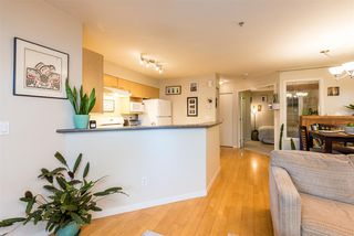 "Photo 8: 686 W 7TH Avenue in Vancouver: Fairview VW Townhouse for sale in ""LIBERTE"" (Vancouver West)  : MLS®# R2366957"