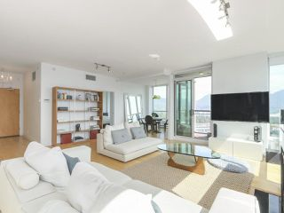 """Photo 2: 3507 1328 W PENDER Street in Vancouver: Coal Harbour Condo for sale in """"Classico"""" (Vancouver West)  : MLS®# R2377546"""
