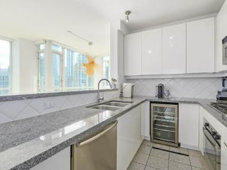 """Photo 10: 3507 1328 W PENDER Street in Vancouver: Coal Harbour Condo for sale in """"Classico"""" (Vancouver West)  : MLS®# R2377546"""