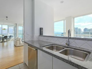 """Photo 11: 3507 1328 W PENDER Street in Vancouver: Coal Harbour Condo for sale in """"Classico"""" (Vancouver West)  : MLS®# R2377546"""