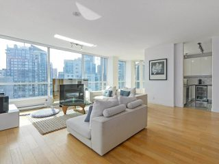 """Photo 4: 3507 1328 W PENDER Street in Vancouver: Coal Harbour Condo for sale in """"Classico"""" (Vancouver West)  : MLS®# R2377546"""