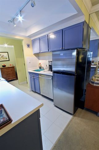 """Photo 4: 106 2710 LONSDALE Avenue in North Vancouver: Upper Lonsdale Condo for sale in """"The Lonsdale"""" : MLS®# R2382741"""