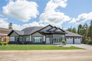Main Photo: 5039 34 Street in Sylvan Lake: SL Cottage Area Residential for sale : MLS®# CA0171315