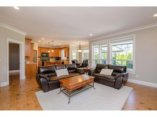Photo 7: 6233 165 Street in Surrey: Cloverdale BC House for sale (Cloverdale)  : MLS®# R2384596