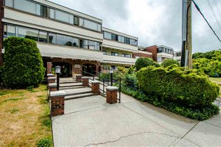 """Photo 1: 208 1448 FIR Street: White Rock Condo for sale in """"The Dorchester"""" (South Surrey White Rock)  : MLS®# R2385747"""