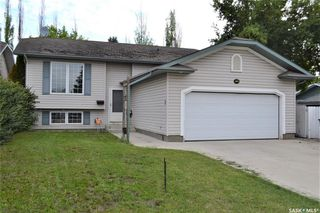 Photo 1: 318 Wedge Road in Saskatoon: Dundonald Residential for sale : MLS®# SK778676