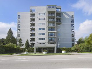 "Photo 1: 801 550 EIGHTH Street in New Westminster: Uptown NW Condo for sale in ""PARKRIDGE"" : MLS®# R2402744"