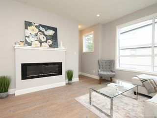 Photo 3: 406 3351 Luxton Rd in Langford: La Happy Valley Row/Townhouse for sale : MLS®# 841787