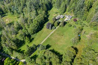 Photo 2: 5761 MCLAUGHAN Road in Sechelt: Sechelt District House for sale (Sunshine Coast)  : MLS®# R2479077