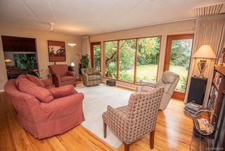Photo 6: 2640 E MacDonald Dr in : SE Queenswood House for sale (Saanich East)  : MLS®# 858356