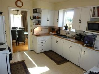 Photo 7: 2660 CADBORO BAY Rd in VICTORIA: OB Henderson Single Family Detached for sale (Oak Bay)  : MLS®# 657851