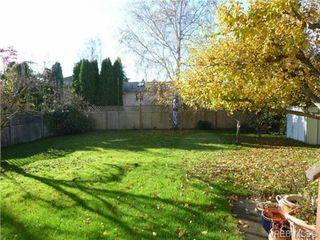 Photo 2: 2660 CADBORO BAY Rd in VICTORIA: OB Henderson Single Family Detached for sale (Oak Bay)  : MLS®# 657851