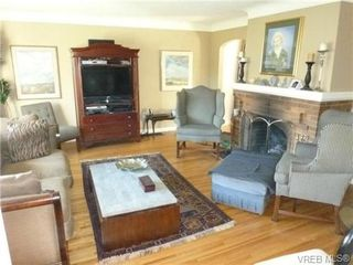 Photo 4: 2660 CADBORO BAY Rd in VICTORIA: OB Henderson Single Family Detached for sale (Oak Bay)  : MLS®# 657851