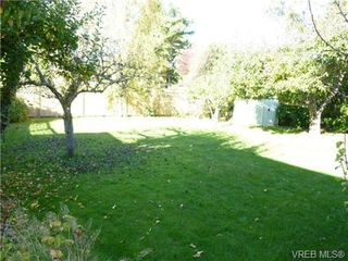 Photo 14: 2660 CADBORO BAY Rd in VICTORIA: OB Henderson Single Family Detached for sale (Oak Bay)  : MLS®# 657851
