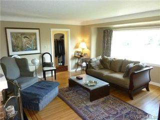Photo 5: 2660 CADBORO BAY Rd in VICTORIA: OB Henderson Single Family Detached for sale (Oak Bay)  : MLS®# 657851