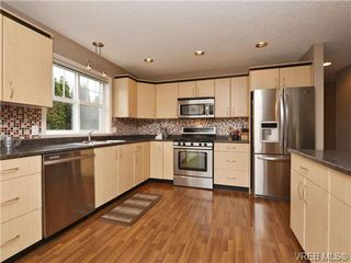 Photo 7: 804 Gannet Court in VICTORIA: La Bear Mountain Single Family Detached for sale (Langford)  : MLS®# 349623