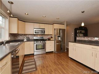 Photo 9: 804 Gannet Court in VICTORIA: La Bear Mountain Single Family Detached for sale (Langford)  : MLS®# 349623