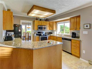 Photo 8: 2513 Emmy Pl in VICTORIA: CS Tanner House for sale (Central Saanich)  : MLS®# 745609
