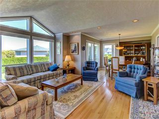 Photo 2: 2513 Emmy Pl in VICTORIA: CS Tanner House for sale (Central Saanich)  : MLS®# 745609