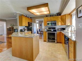 Photo 3: 2513 Emmy Pl in VICTORIA: CS Tanner House for sale (Central Saanich)  : MLS®# 745609