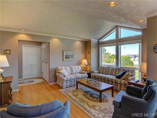 Photo 5: 2513 Emmy Pl in VICTORIA: CS Tanner House for sale (Central Saanich)  : MLS®# 745609
